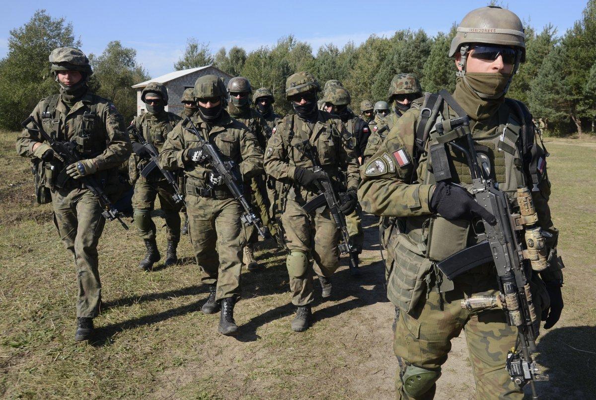 Polish servicemen take part in military exercises outside the town of Yavoriv near Lviv on September 19, 2014. (Roman Baluk/Reuters)