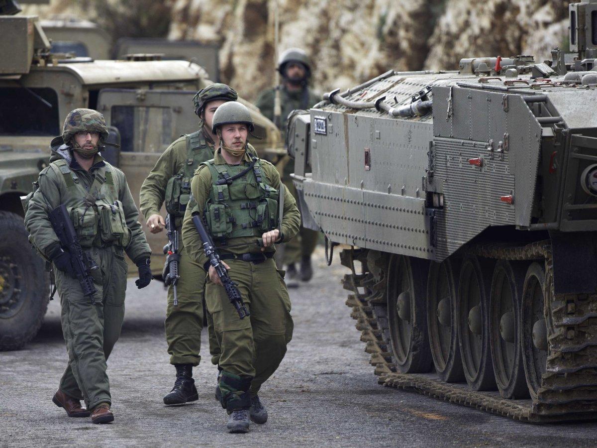 Israeli soldiers secure the Israel-Lebanon border on January 28, 2015.(Ariel Schalit/AP)
