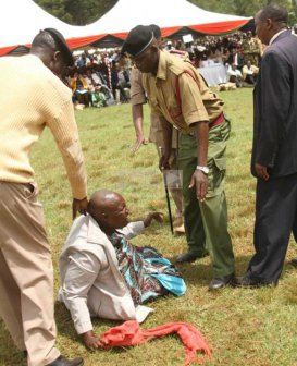 Photos:Drama as Security Ruins Woman's Attempts to Talk to Ruto During Rally