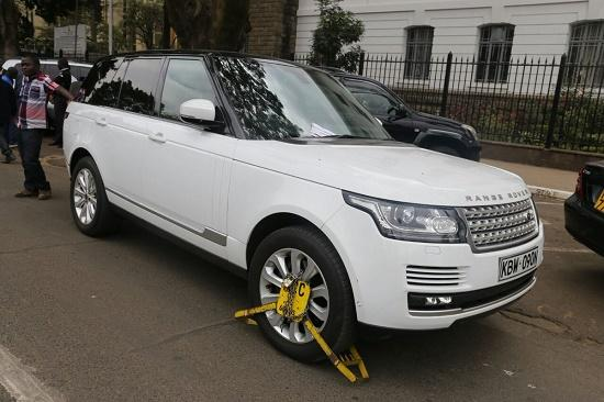 PHOTOS:Kidero's Range Rover Clamped by Kanju Just Outside His Office