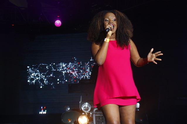 kenayn female singer fingered on stage