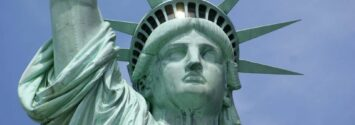 why is the statue of liberty green 1